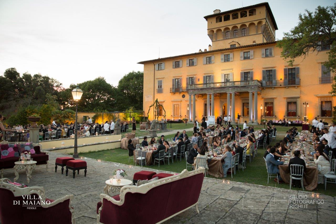 Villa di Maiano_Dinner in the main garden.jpg