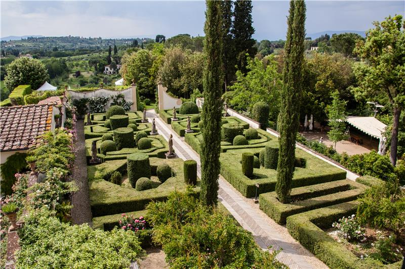 red_italian_garden_style.jpg