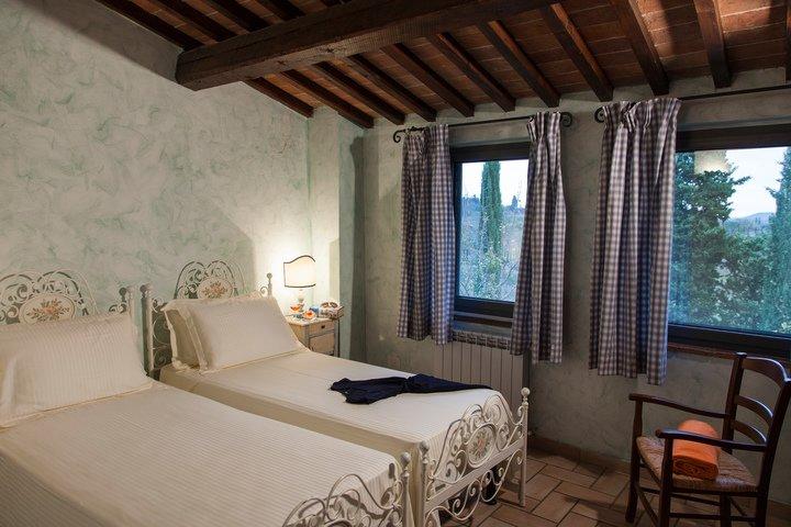 UE_FattoriaSantoStefano_Toscana_Montaione_Villa_Cerretello_Bedroom_Twin-720x480-26d85be2-cfb5-4226-8c89-6a8ee9e6b2ca.jpg
