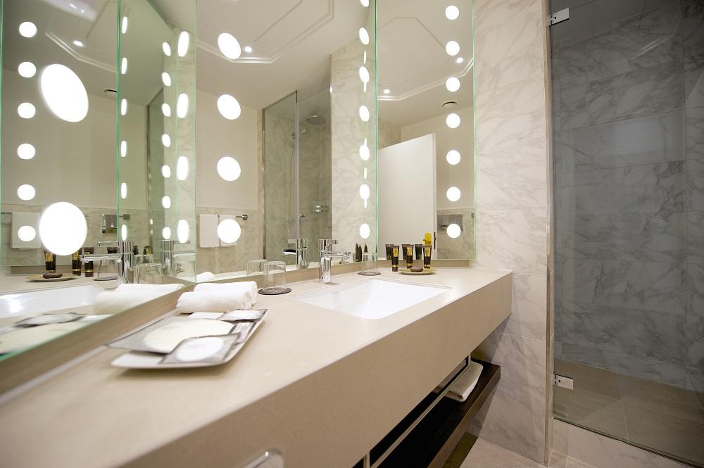 Junior_Suite_Bathroom.jpg