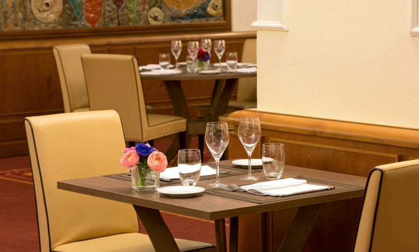 restaurant-restaurants-in-milan-starhotelsbusinesspalace-1.b459c.jpg