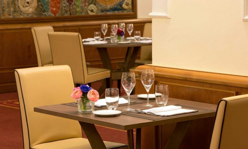 restaurant-restaurants-in-milan-starhotelsbusinesspalace-1.b459c.jpg