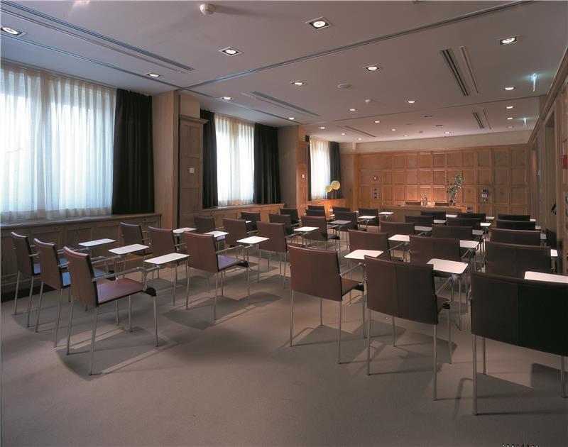red_starhotels_tuscany_fi_chianti_meeting_room.jpg