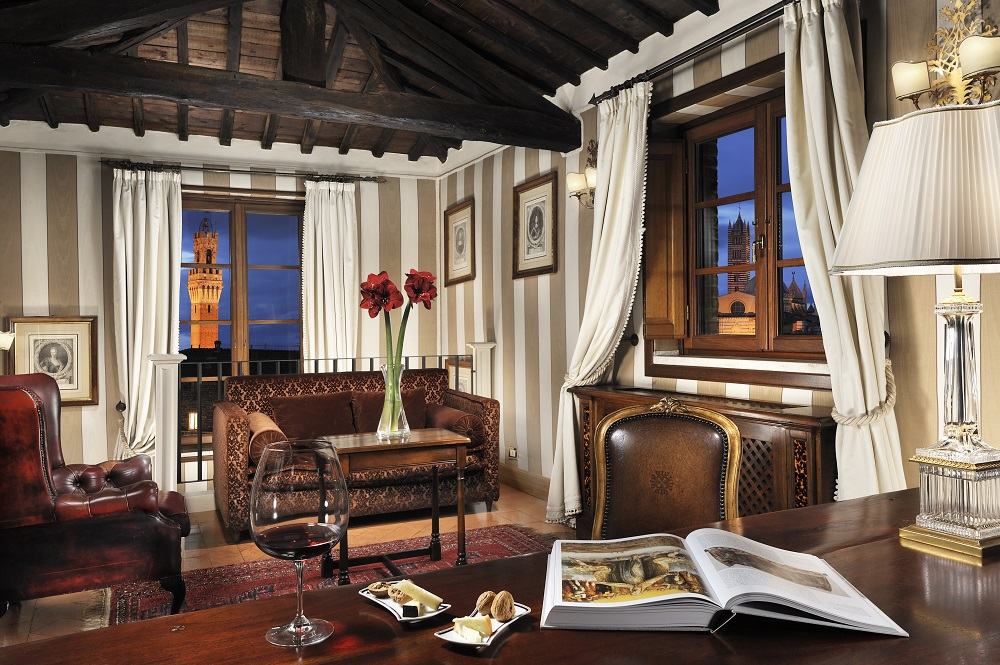 Starhotels_Grand_Hotel_Continental_Siena_Panoramic_Suite (1).jpg